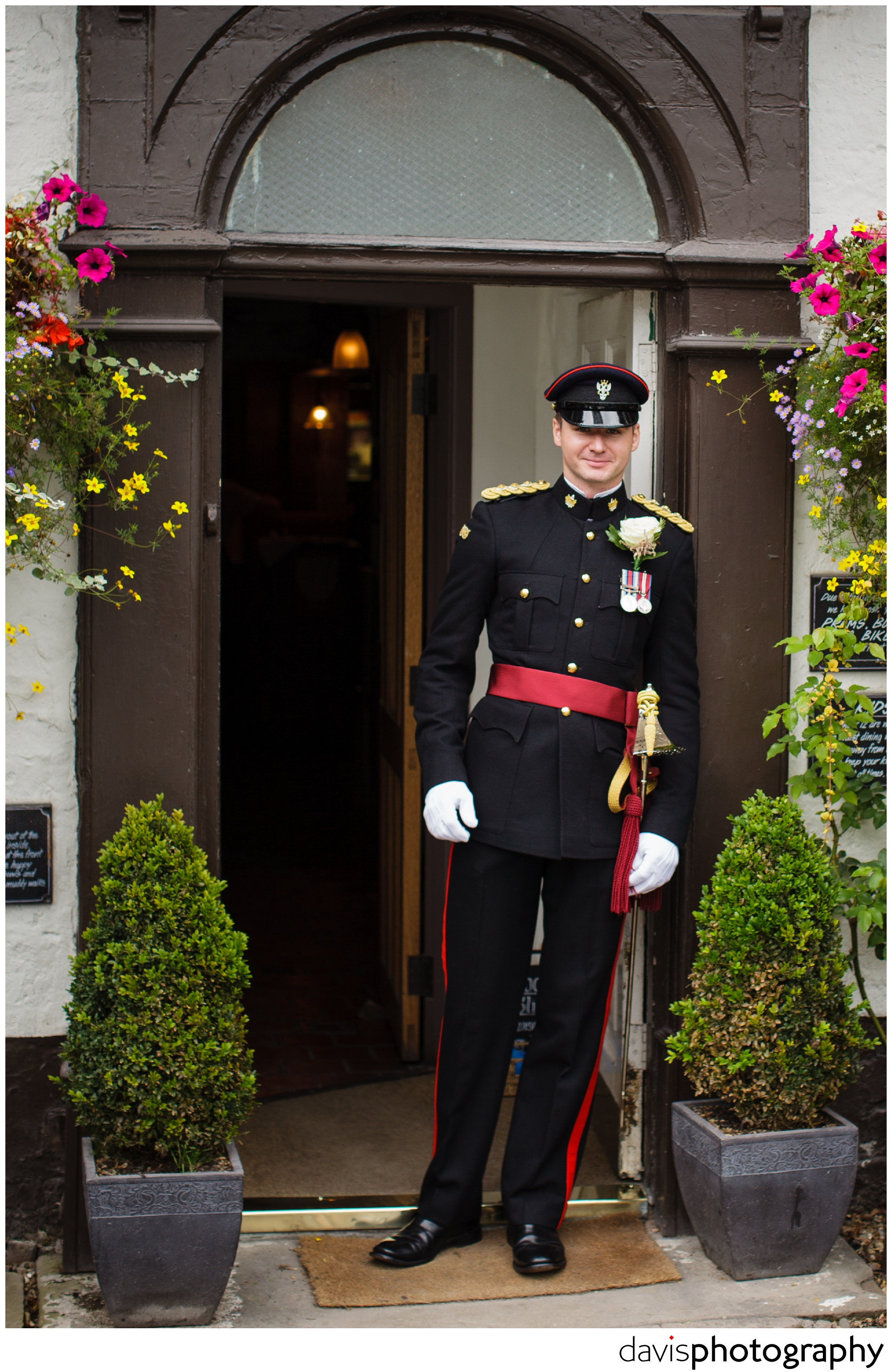 getting married in uniform,military wedding,